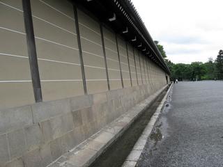 20110324築地塀Wall_of_Kyoto_Imperial_Palace.jpg